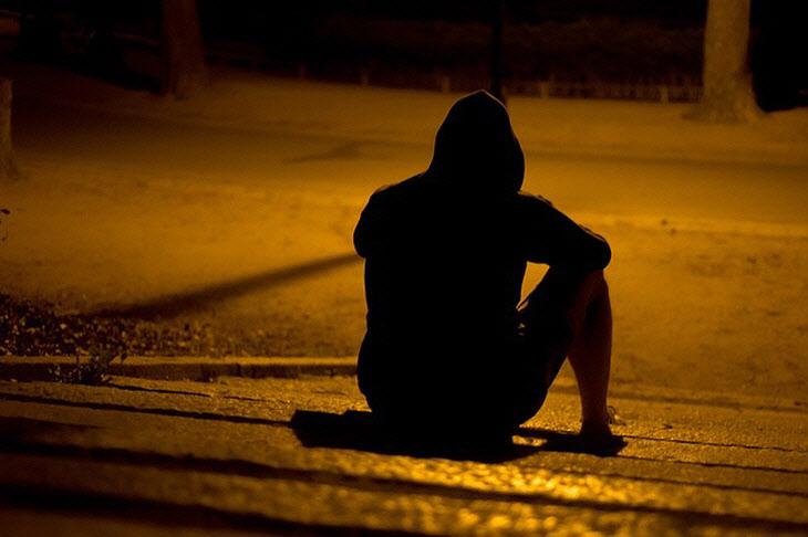 갱년기에 접어든 남성은 가정을 부양해야 한다는 의무감에 은퇴·실직으로 사회적 지위를 뺏길 수 있다는 불안감과 압박감이 겹쳐 우울증 증상이 심해질 수 있다.